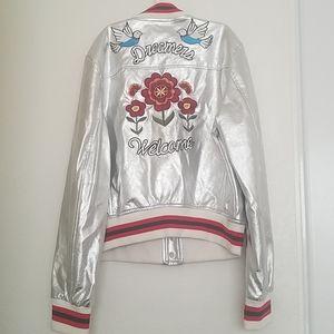 Woman silver jacket.